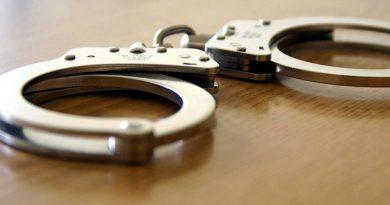Festnahme von drei mutmaßlichen Zigarettendieben nach Verkehrskontrolle
