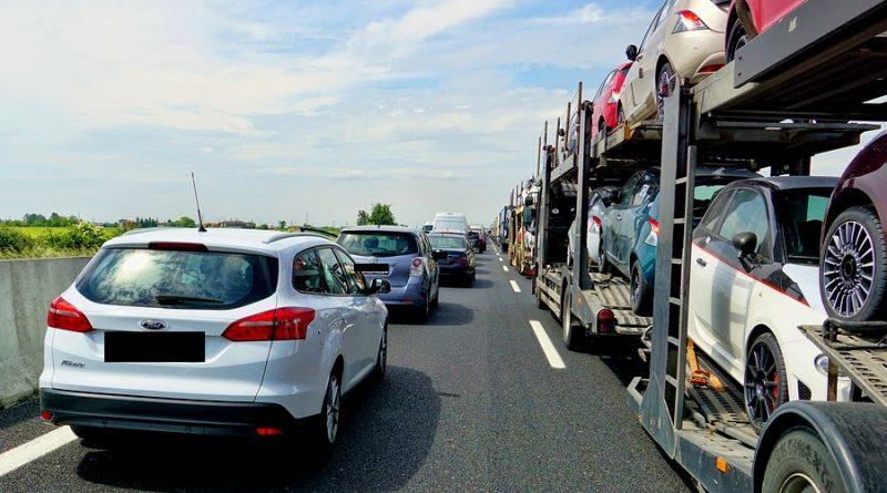 Autobahnen mit Staus gepflastert